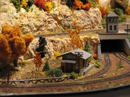 Model railroad with tunnel and waystation